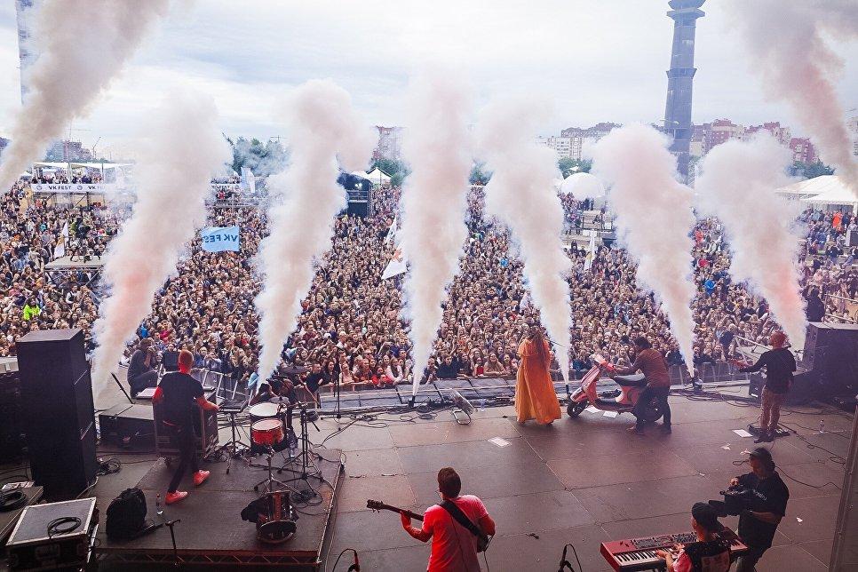«Звери», Дельфин и«Каста» выступили наVK Fest вПетербурге