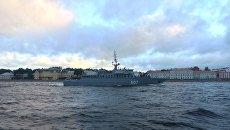 Ночная тренировка боевых кораблей и катеров ВМФ России принимающих участие в Главном Военно-Морском параде в Санкт-Петербурге