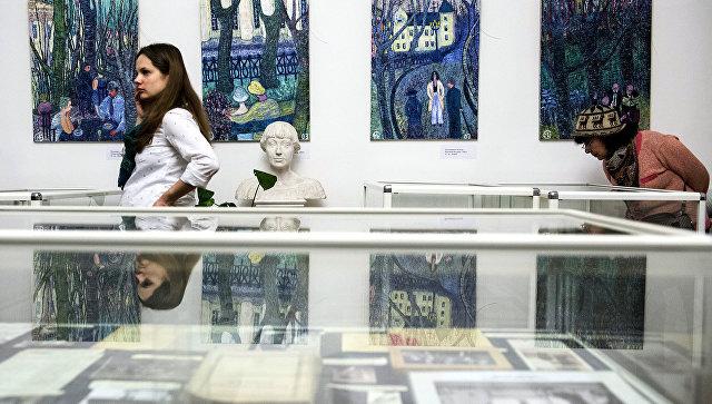 Выставку, посвященную Марине Цветаевой, открывает художница Кокорева