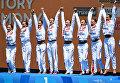 Спортсменки сборной России, завоевавшие золотые медали в групповых соревнованиях по синхронному плаванию на чемпионате мира в Будапеште