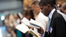 Последователь Свидетелей Иеговы на собрании во Франции. Архивное фото