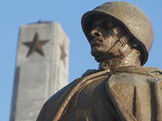 Памятник советским воинам в Варшаве, Польша. Архивное фото
