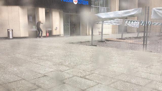 На Москву обрушился ливень с градом