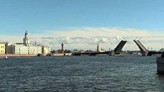 Мосты в Петербурге впервые развели днем для репетиции парада ко Дню ВМФ