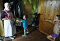 Сестра милосердия с подарками для детей многодетной семьи села Латная Семилукского района Воронежской области