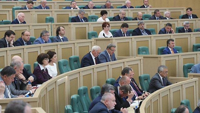 Сенаторы на последнем заседании Совета Федерации РФ. Архивное фото