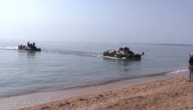 Две бронемашины БРДМ-2 переплыли Керченский пролив в память об операции ВОВ