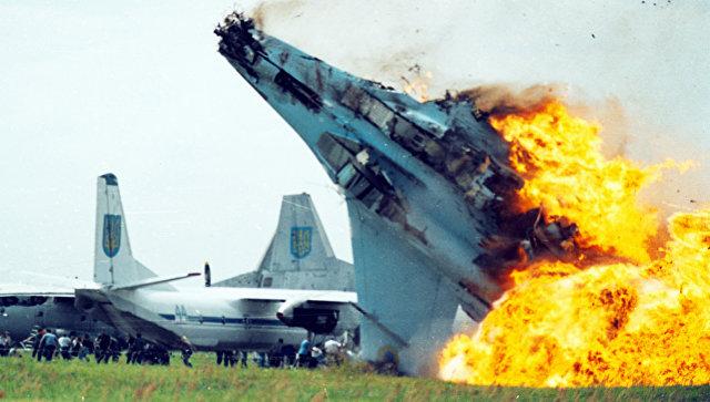 Крушение истребителя Су-27 ВВС Украины в аэропорту Львова в Скнилове. 27 июля 2002