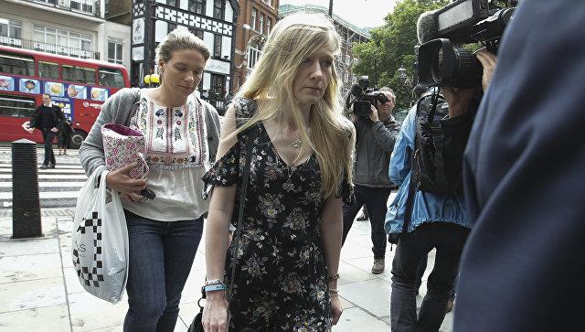 Мать Чарли Гарда gрибывает в Королевский суд в Лондоне
