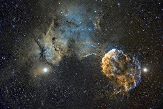 Работа фотографа Chris Heapy Sh2-249 Jellyfish Nebula, вошедшая в шорт-лист Insight Astronomy Photographer of the Year 2017