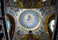 """Центральный купол Морского Никольского собора диаметром 27 метров украшен росписью """"Христос Вседержитель"""" в окружении Небесных Сил и 218 лампочками по окружности"""