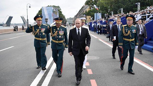 Путин посетил отреставрированное сооружение Адмиралтейства вПетербурге