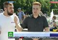 Корреспондента НТВ побили в прямом эфире у фонтана с десантниками