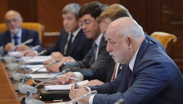 Президент Фонда развития Центра разработки и коммерциализации новых технологий (Сколково) Виктор Вексельберг на заседании попечительского совета фонда. 2 августа 2017