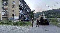 Сотрудники МЧС в районе места взрыва в селе Приморское, Абхазия. 2 августа 2017