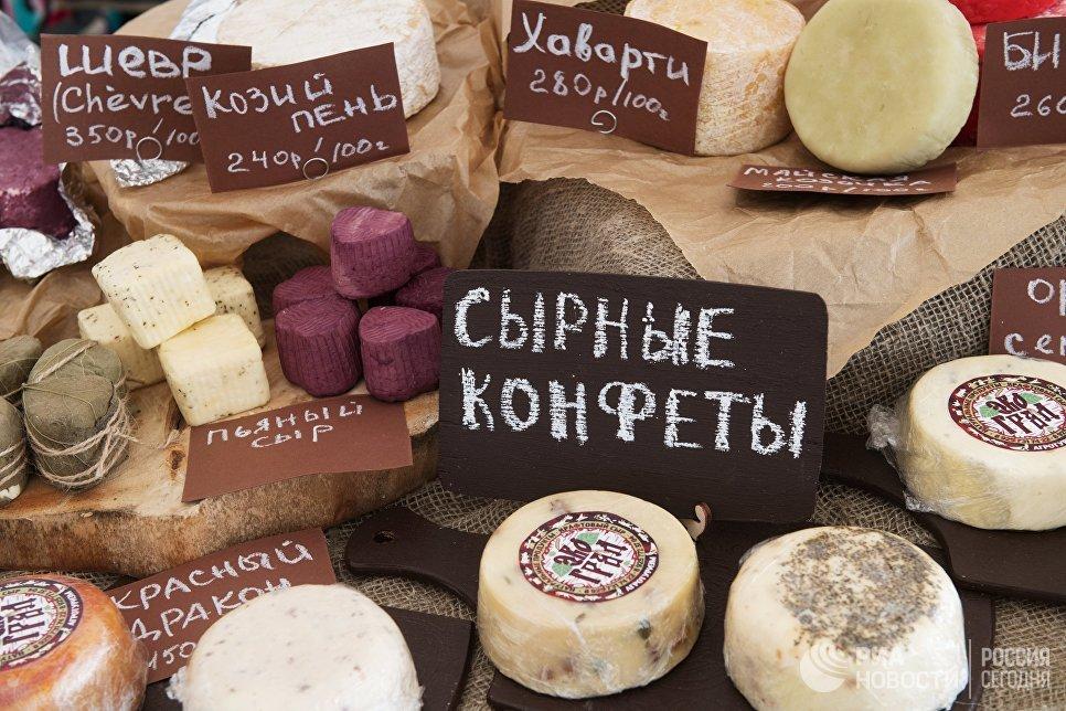 Сыры, представленный на фестивале фермеров – сыроваров в Московской области