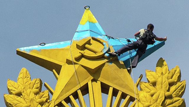 Фигурант дела ораскрашенной звезде высотки наКотельнической разбился вАльпах