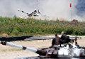 Экипажи команды армии России участвуют в индивидуальной гонке соревнований по танковому биатлону Армейских международных Играх-2017 на подмосковном полигоне Алабино