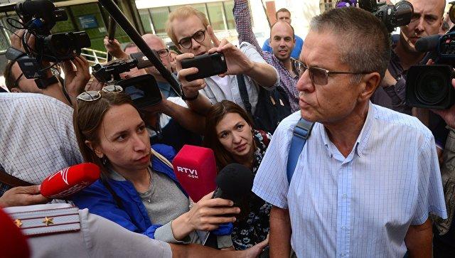 Бывший министр экономического развития РФ Алексей Улюкаев после предварительного заседания в Замоскворецком суде Москвы. 8 августа 2017