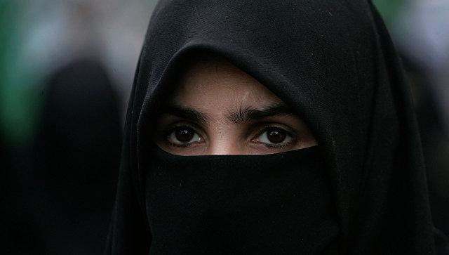 ВДании запретили носить в социальных  местах головные уборы, закрывающие лицо