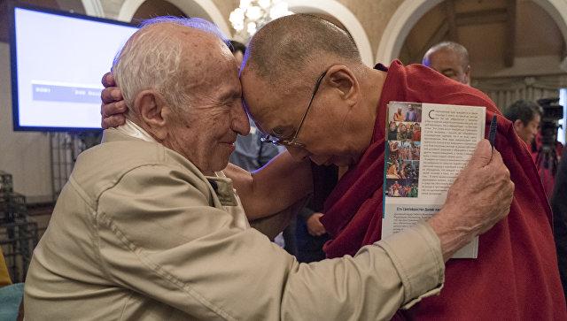 Далай-лама и специалист в области аналитической философии сознания, профессор Давид Дубровский (Институт философии РАН)