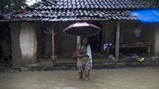 Жительница региона Саптари в Непале во время наводнения. 12 августа 2017