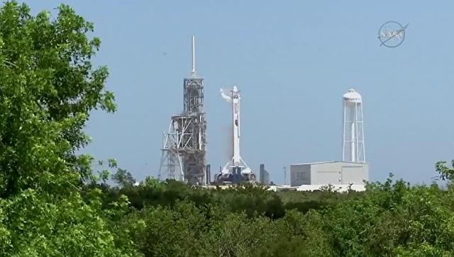 Компания SpaceX запускает грузовой корабль Dragon к МКС. 14 августа 2017