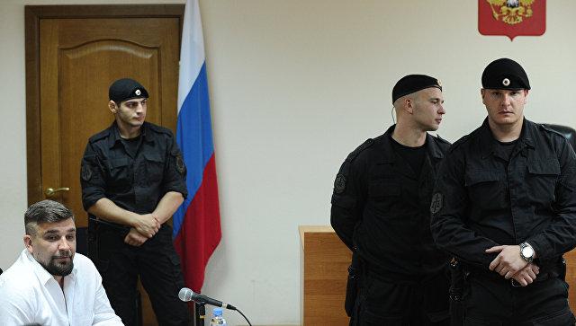Баста выплатил Децлу заоскорбления в социальных сетях 350 тыс. руб.