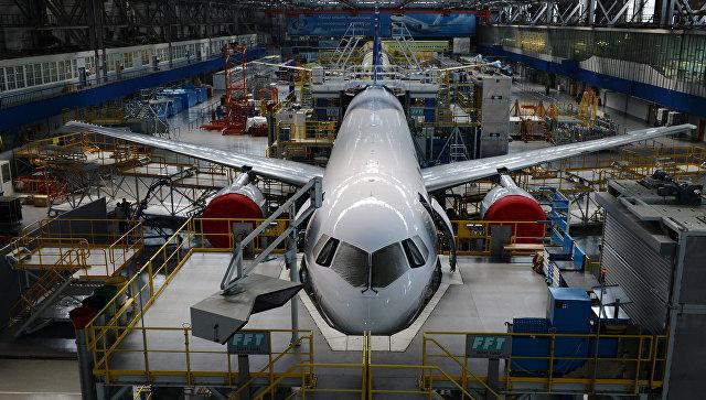 Цех сборки самолета МС-21-300 на авиазаводе корпорации Иркут.