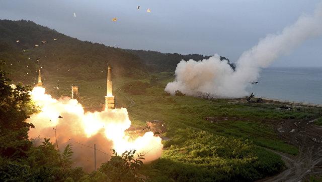 Запуск южнокорейской ракеты Hyunmoo II и американской MGM-140 во время совместных военных учений между США и Южной Кореей. 29 июля 2017
