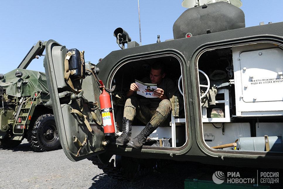 На выставочной площадке на полигоне Кадамовский в Ростовской области во время подготовки к международному военно-техническому форуму Армия-2017