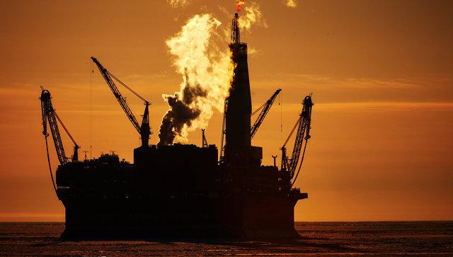 Нефть дешевеет на ожиданиях шторма в Мексиканском заливе