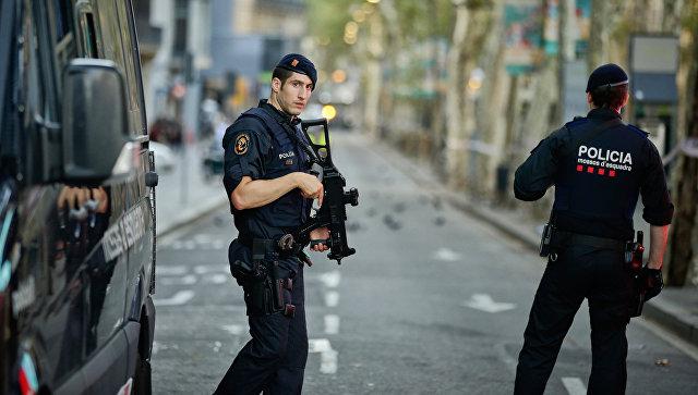 Испанские полицейские в оцепленном районе Барселоны. 18 августа 2017