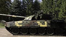 Модернизация основного боевого танка Т-72А до вида Т-72АМТ, представленная Киевским бронетанковым заводом. Архивное фото