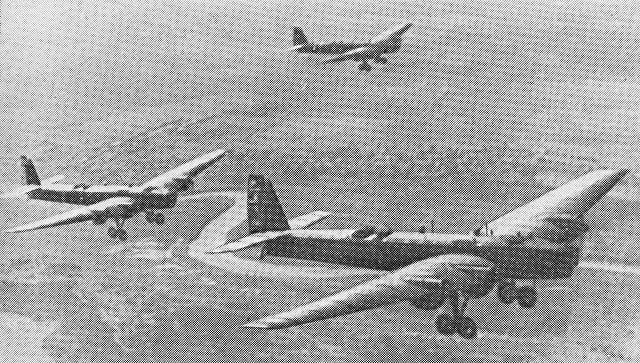 Советские летчики на ТБ-3, добровольно участвовавшие в национально-освободительной борьбы китайского народа против японских захватчиков (1937-1945). 1938 год. Архивное фото