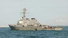 Эсминец ВМС США Джон Маккейн после столкновения с торговым судном