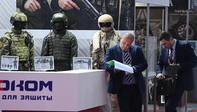 Образцы бронекостюмов для военнослужащих на международном военно-техническом форуме Армия-2017 в Московской области
