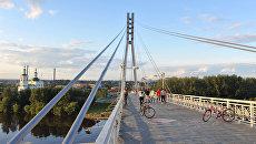 Пешеходный мост через реку Туру. Тюмень. Архивное фото