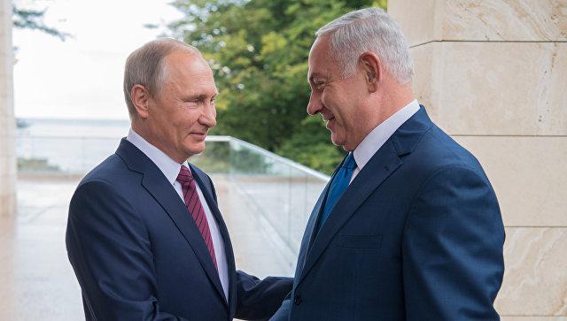 Президент РФ Владимир Путин и премьер-министр Израиля Биньямин Нетаньяху (справа) во время встречи. Архивное фото