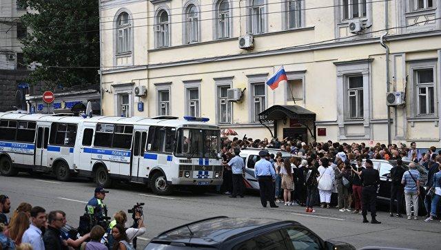 Мединский счел домашний арест Серебренникова «очень грустной ситуацией»
