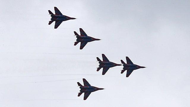 Выступление пилотажной группы ВКС России Стрижи на истребителях МиГ-29. Архивное фото