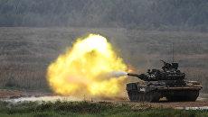 Танк Т-90 во время демонстрационного показа современных и перспективных образцов вооружения. Архивное фото