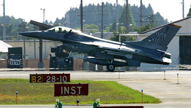 Американский истребитель F-16 ан авиабазе Мисава в Японии. Архивное фото