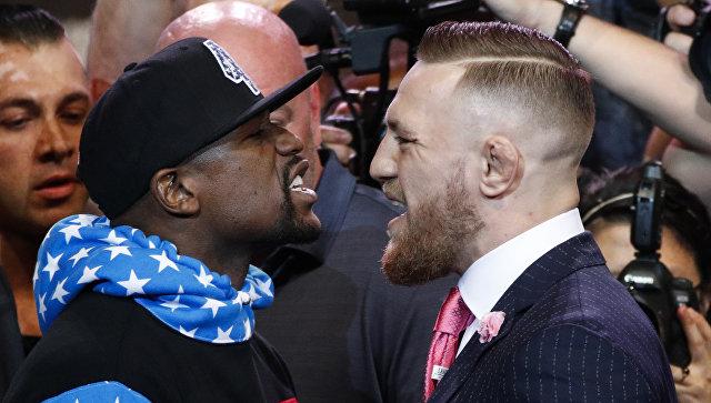 Floyd Mayweather Jr. y Conor McGregor durante una rueda de prensa