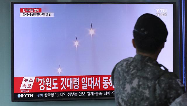 Трансляция новостей о запуске трех баллистических ракет малой дальности в Сеуле. 26 августа 2017