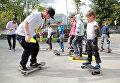Пришедших на праздник порадовали выступления профессионалов скейтборда. Многие приняли участие в мастер-классах школы скейтборда для начинающих