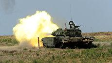 Танк Т-72 Б3 150-й мотострелковой дивизии во время учебных стрельб на полигоне Кадамовский в Ростовской области. Архивное фото