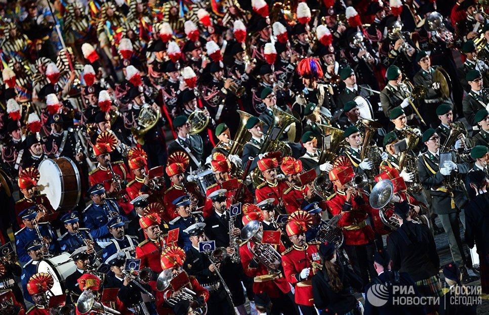 Церемония закрытия X Международного военно-музыкального фестиваля Спасская башня в Москве