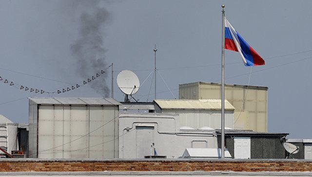 Дым над крышей Генерального консульства России в Сан-Франциско. Архивное фото