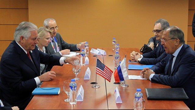 Министр иностранных дел РФ Сергей Лавров и государственный секретарь США Рекс Тиллерсон во время встречи на полях АСЕАН в Маниле